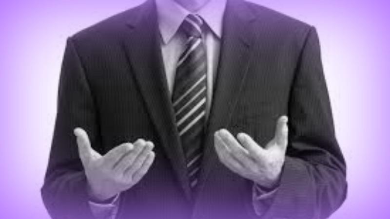 le mani in vista dimostrano apertura e autenticità